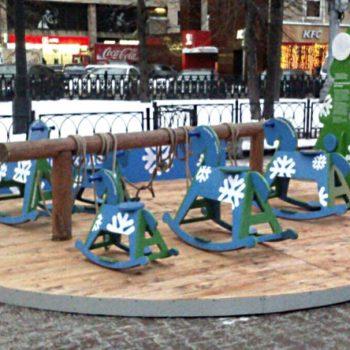 Площадки с лошадками-качалками фонда вернулись в город
