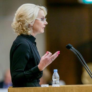 В России будет разработан институт профессиональных приемных семей