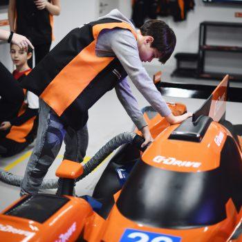 Подопечные фонда в боксе гоночной команды G-Drive Racing