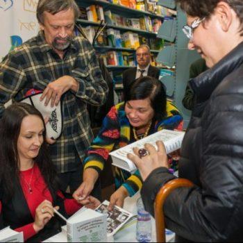 Писатели представили благотворительный сборник в Московском Доме Книги