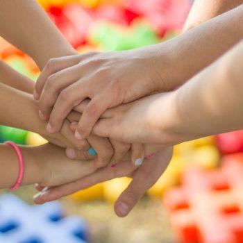 «Арифметика добра» запустила флешмоб к Всемирному дню сирот