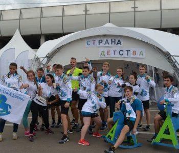 Участники Московского Марафона поддержали детей-сирот