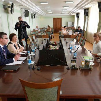 Делимся опытом: выступление сотрудников фонда на круглом столе в Удмуртии