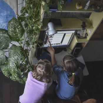Волшебной кнопки нет: эксперты обсуждают законопроект о приемных семьях