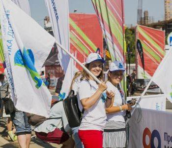 Компании Nestle, Unilever и Sanitelle поддержали благобегунов и волонтеров на полумарафоне «Лужники»