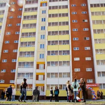 Детей-сирот, ждущих квартиры от государства, предлагают селить в социальные гостиницы. Почему это плохо?