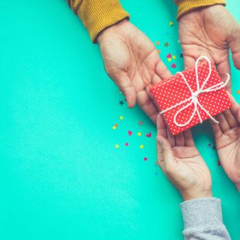 Инструкция: что и как дарить на новый год детям из детдомов