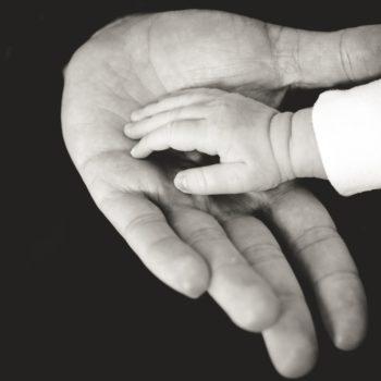 Фонд «Арифметика добра» запустил флешмоб к Всемирному дню сирот