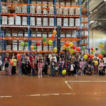 FM Logistic поздравил с началом учебного года будущих первоклашек экскурсией и праздничной программой