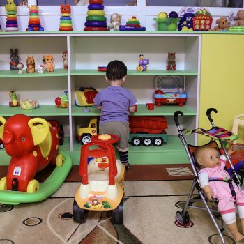 «Страдает всегда ребенок»: должна ли измениться система опеки детей в России
