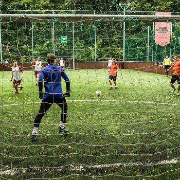 Отцы и сыновья из приемных семей сыграли в футбол на турнире в Москве
